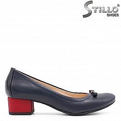 Елегантни обувки в синьо с червен ток – 36621