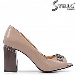 Елегантни обувки с отворени пръсти и камъни - 36659