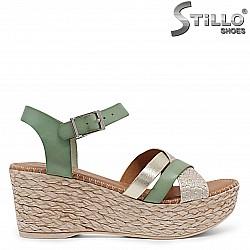 Дамски сандали на средна платформа от естествена кожа – 36700