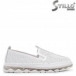 Летни спортни обувки с перфорация – 36709