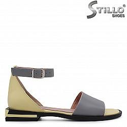 Дамски сандали със затворена пета - 36751