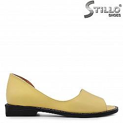 Летни обувки от естествена жълта кожа - 36755