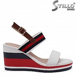 Дамски сандали на платформа – 36800