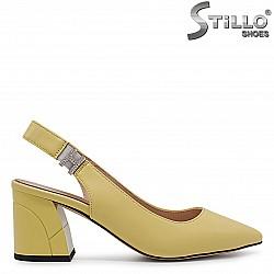Жълти дамски обувки на среден ток без пета – 36810