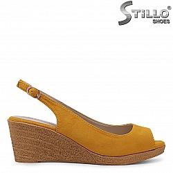 Дамски сандали на платформа от горчица велур – 36879