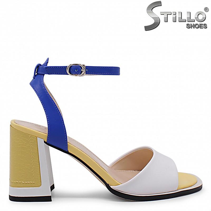 Модни сандали на ток в бяло, жълто и синьо – 36883