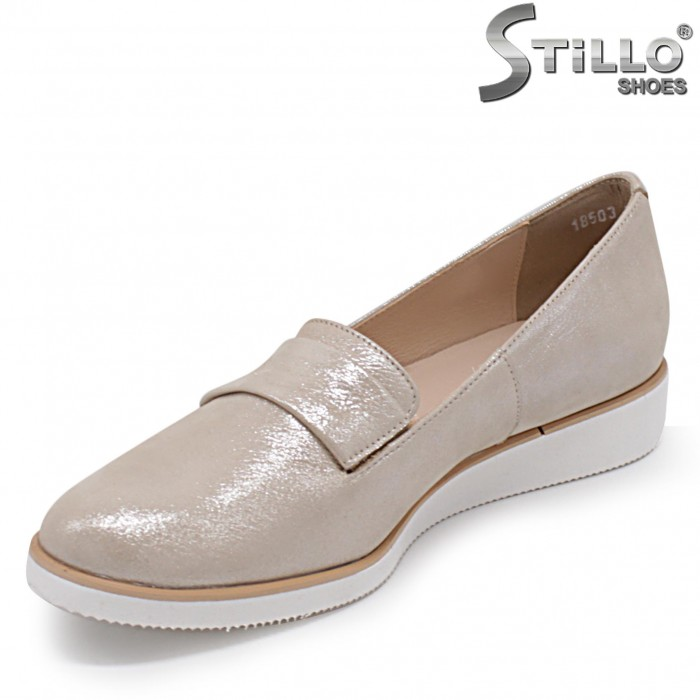 Равни дамски обувки от естествена кожа  в златисто – 36904
