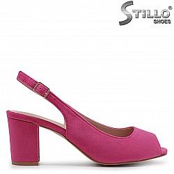 Цикламени сандали от велур на среден ток – 36935