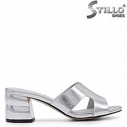 Сребристи дамски чехли на дебел ток – 36938