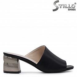 Асиметрични чехли на метален ток – 36940