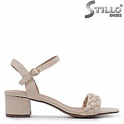 Бежови дамски сандали на среден ток – 36951
