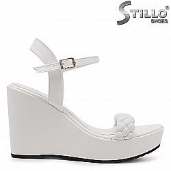 Дамски сандали на висока платформа в бяло – 36966