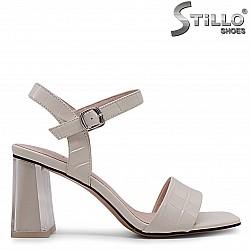 Дамски сандали от естествен кроко лак на ток – 36987