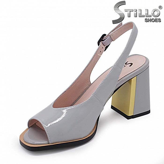 Сиво-жълти сандали от естествен лак на висок ток – 37011