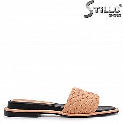 Равни дамски чехли в пастелно оранжево – 37027