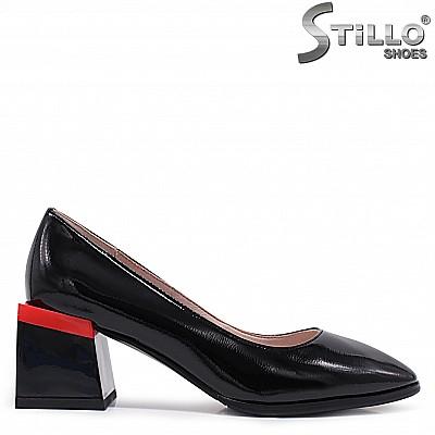 Дамски лачени обувки на среден ток с червено – 37099