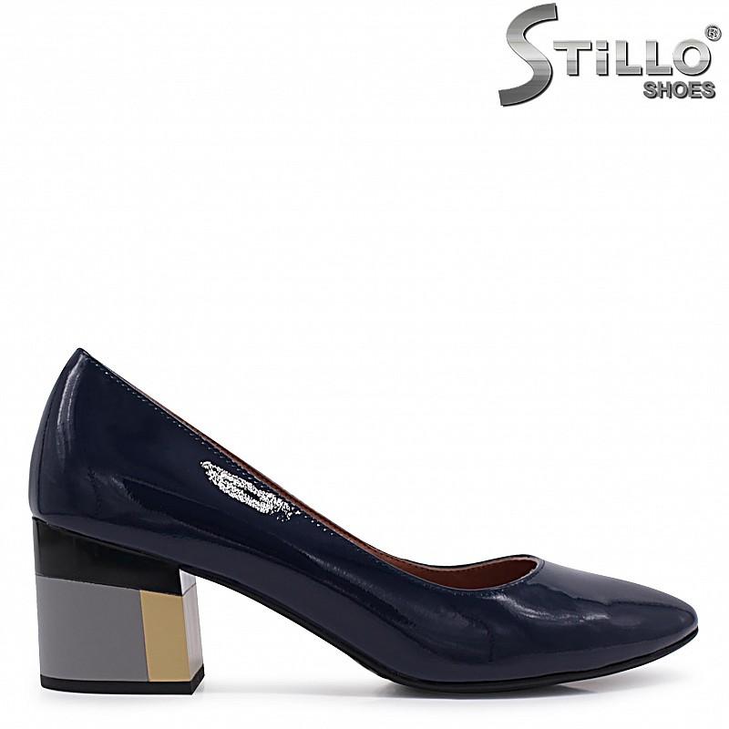 Сини обувки от естествен лак на цветен ток – 37101