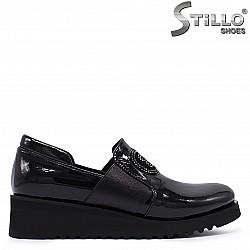 Дамски лачени обувки на платформа -  37170