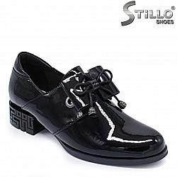 Есенни лачени обувки на нисък ток – 37257