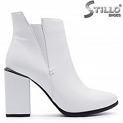 Дамски бели боти с ластик - 37278