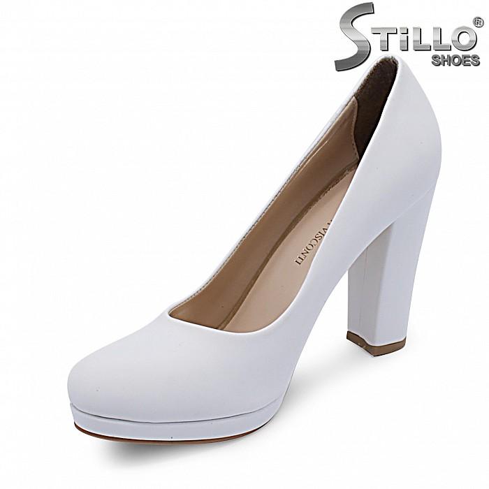 Бели обувки на висок ток и платформа – 37289