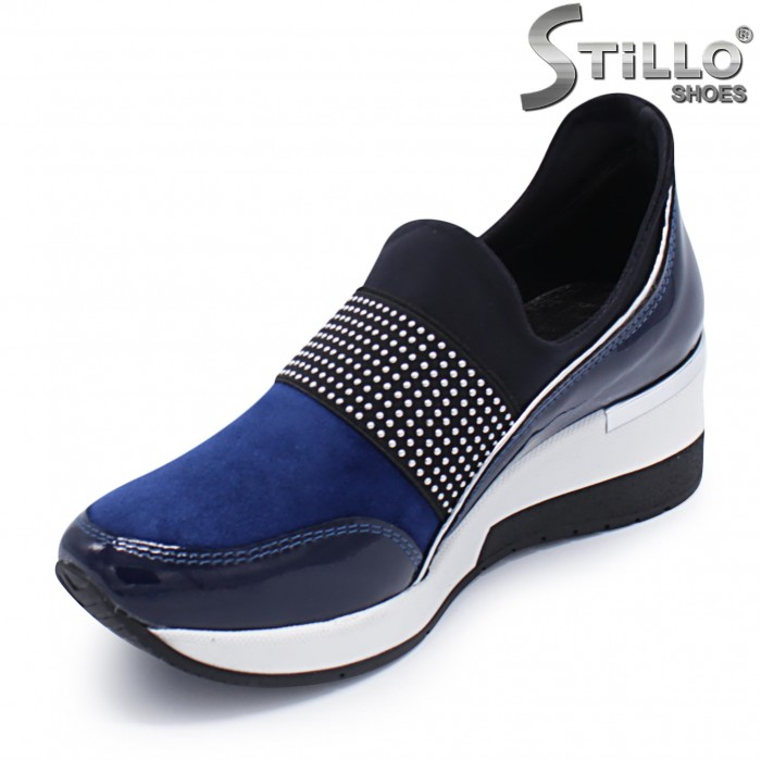 Сини спортни обувки от естествен лак и велур – 37299