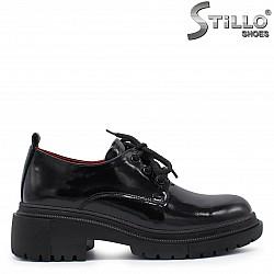 Дамски обувки на гръндж платформа естествен лак – 37368