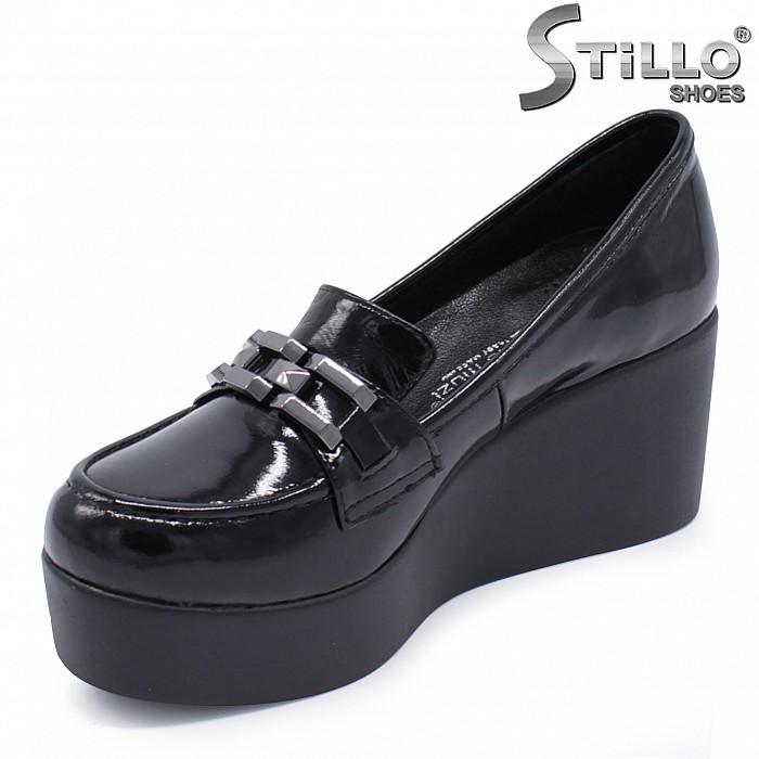 Обувки на платформа от естествен лак – 37381