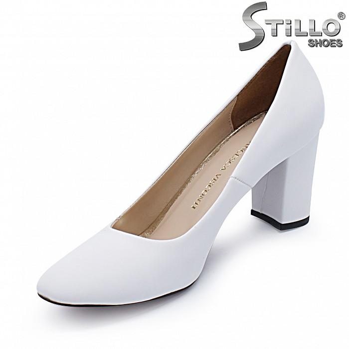 Бели дамски обувки на ток – 37384