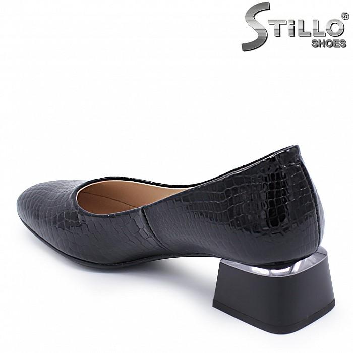 Обувки на нисък ток от естествен кроко лак - 37403