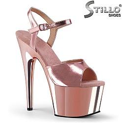 Сценични сандали от розов лак - 31730