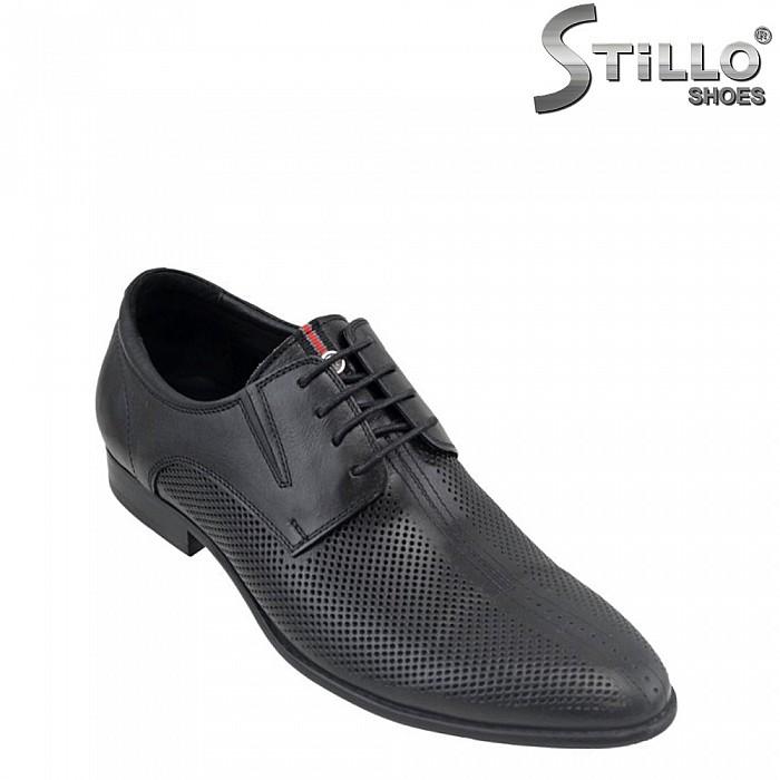 Мъжки обувки от естествена кожа с перфорация - 26380