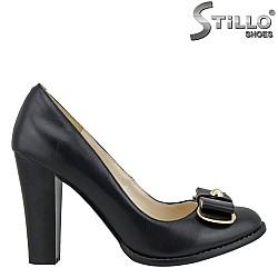 21155 - Дамски обувки с висок и дебел ток от черна кожа