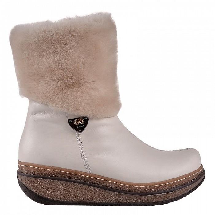 50e7ba83783 Stillo магазини за обувки, Светлобежови дамски боти на платформа с ...