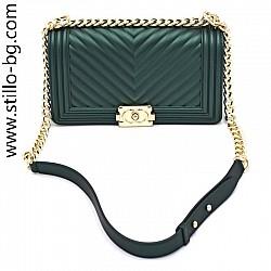 Малка зелена чанта с дълга златна верижка