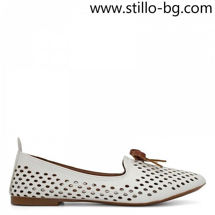 a407f864576 Stillo магазини за обувки, Бели дамски обувки с перфорация на нисък ...