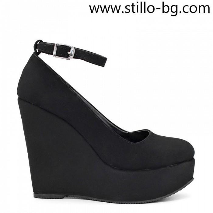 Кокетни дамски обувки на платформа от черен набук - 29237