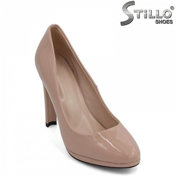 Обувки в лак пудра на висок тънък ток с платформа - 29445