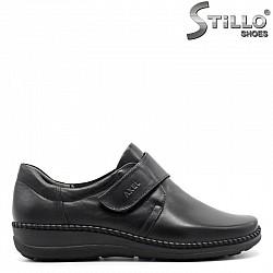 Комфортни черни обувки от естествена кожа с лепка  - 29467