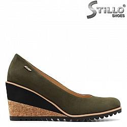 Дамски обувки от естествен зелен набук на коркова платформа  - 29513