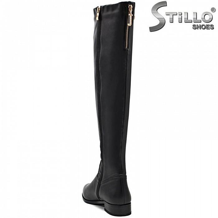 Черни чизми над коляното на нисък широк ток - 29553
