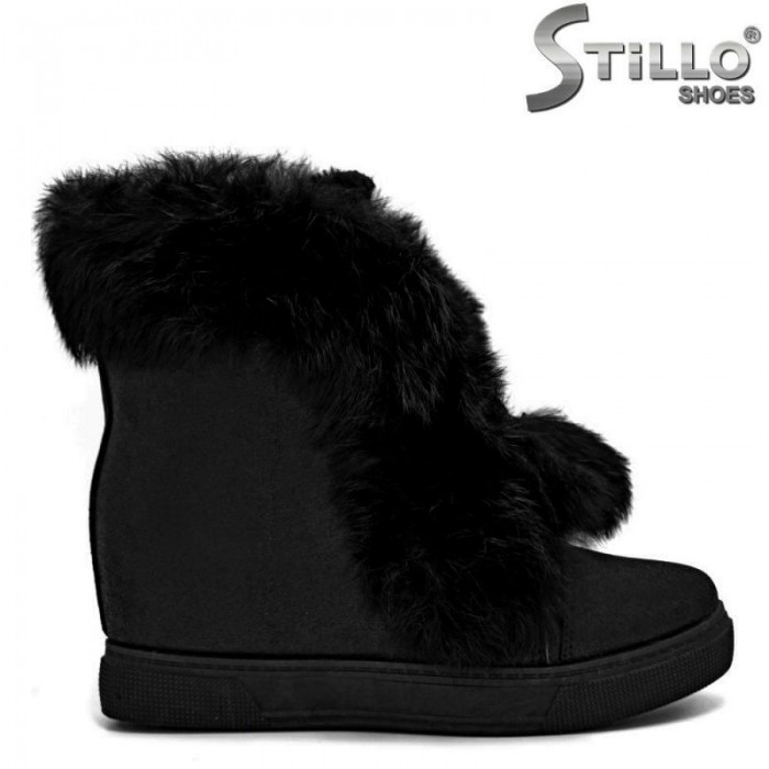 cb21f9890f9 Stillo магазини за обувки, Черни дамски боти на платформа с пух - 29346