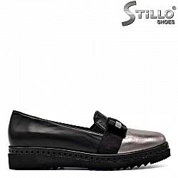 Дамски обувки на равна платформа в сребро и черно  - 29575