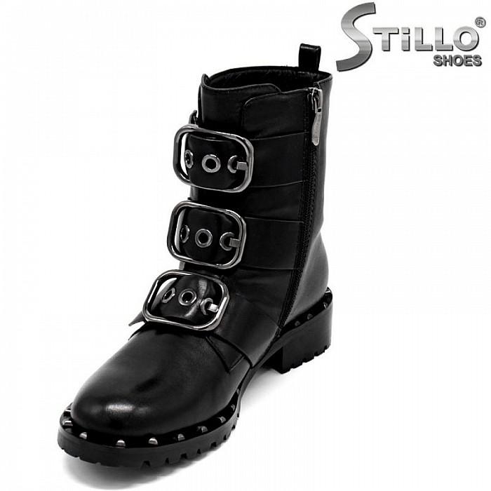 d664f5064b4 Stillo магазини за обувки, Модни дамски боти с капси и катарами - 29937