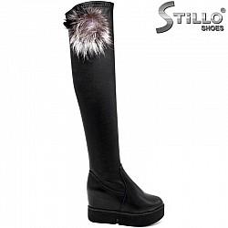 Дамски стреч чизми с пухче, на висока платформа - 29924