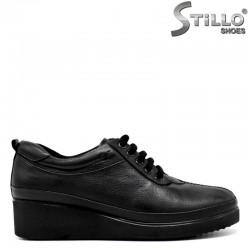 Дамски кожени обувки на ниска платформа - 30112