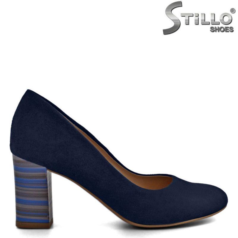Обувки от естествен син велур с шарен ток  - 30256