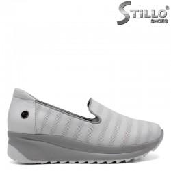 Бели спортни обувки на платформа - 30309