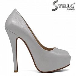 Сребърни дамски обувки с отворени пръсти - 30389