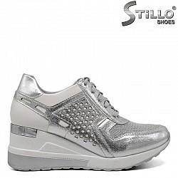 Сребристи спортни обувки на платформа  - 30429